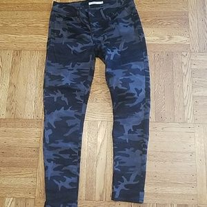 e7b98816d8c6 Women s Levi Camo Jeans on Poshmark